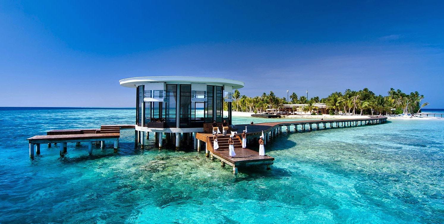 Muelle de llegada en un resort de Maldivas