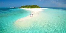 pareja paseando en Sun Aqua Vilu Reef