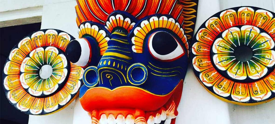 Talhado e pintura de máscaras