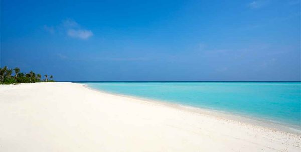 playa y laguna de Mövenpick Maldives