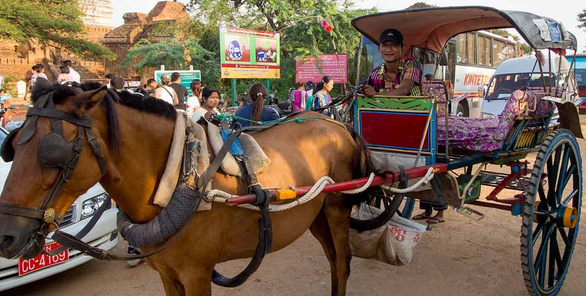 hombre a caballo en Myanmar, Birmania
