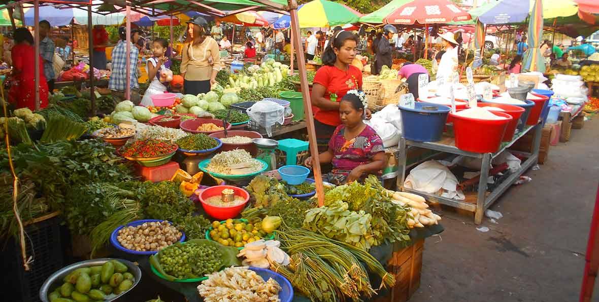 visita de un mercado tradicional en el viaje a Myanmar