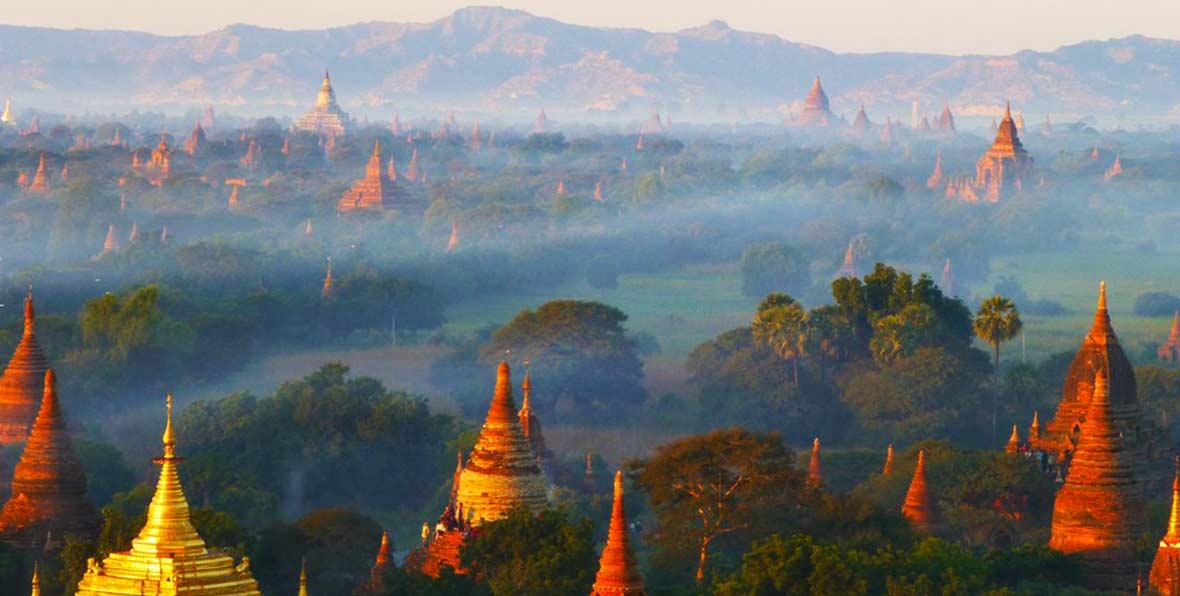 viaje a Myanmar: paisaje al atardecer con templos