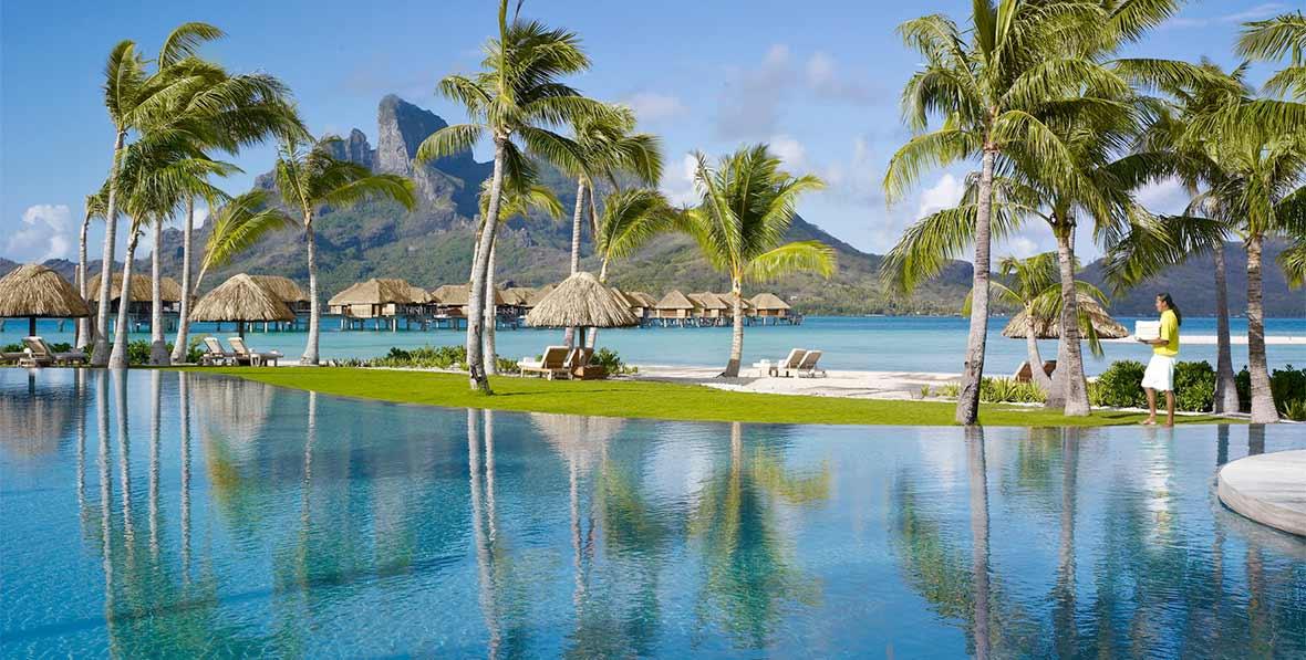 piscina con vistas en Four Seasons Resort Bora Bora